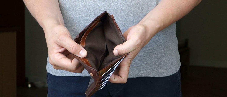 Как общаться с банком, если нет денег платить за кредит? Какие последствия ждут должника? Как уведомить банк о невозможности выплатить кредит и получить отсрочку? Расскажем в нашей статье.