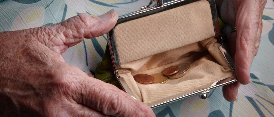 Могут ли приставы наложить арест на пенсию?