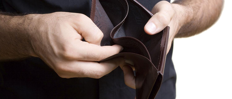 Что делать, если вы потеряли работу, а у вас оформлен кредит? Как его платить? Что предпринять заемщику, чтобы не оказаться в долговой яме? Расскажем на нашем ресурсе по кредитному праву.