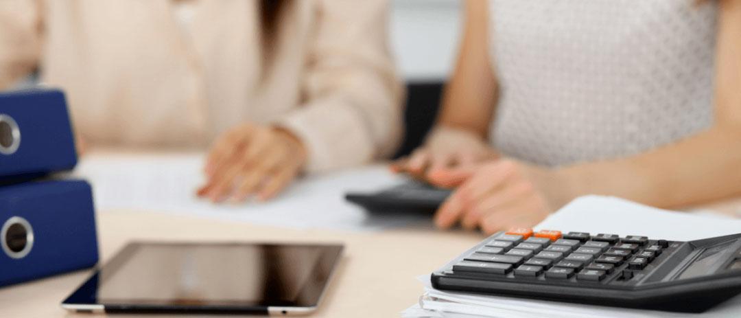 Можно ли взять или переоформить кредит на другого человека? Какие последствия могут быть по закону? Может ли другой человек оплатить кредит? Расскажем в нашей статье